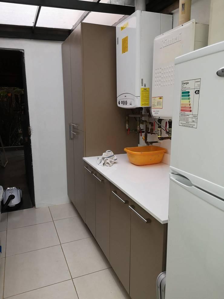Remodelación logía: Cocinas de estilo  por Sarmih