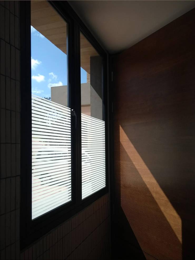 Instalación de Cortinas : Puertas y ventanas de estilo  por Cortideco