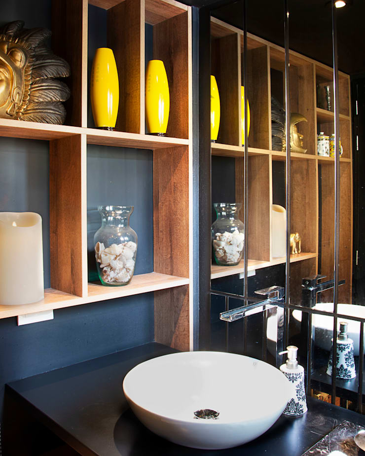 Eclectic style bathroom by CHAVARRO ARQUITECTURA Eclectic Wood-Plastic Composite