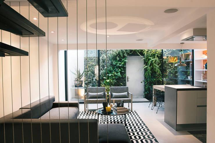 Projekty,  Salon zaprojektowane przez CHAVARRO ARQUITECTURA