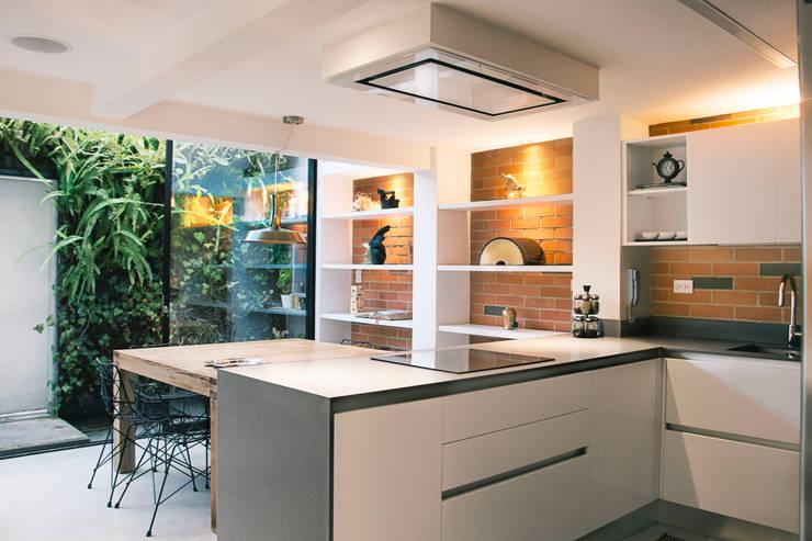 Projekty,  Kuchnia na wymiar zaprojektowane przez CHAVARRO ARQUITECTURA
