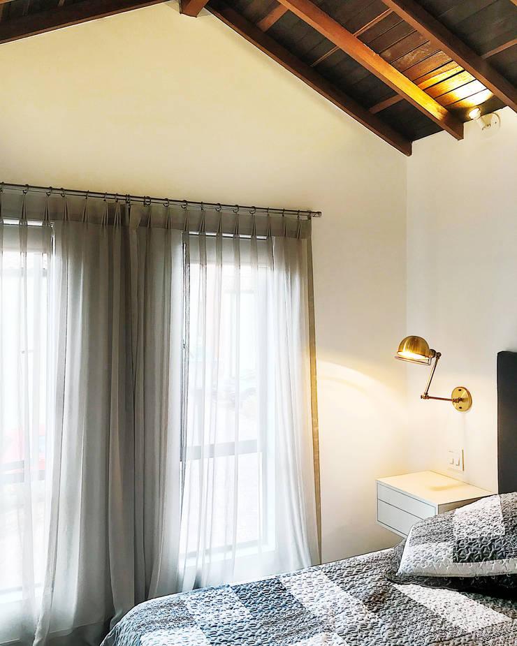 Projekty,  Małe sypialnie zaprojektowane przez CHAVARRO ARQUITECTURA