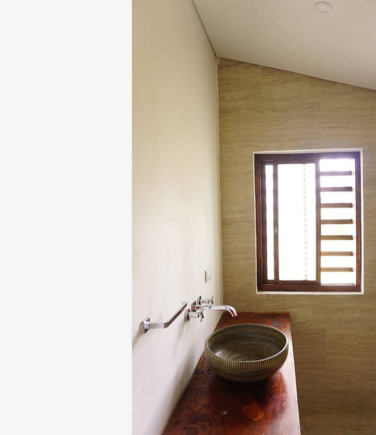 Baño: Baños de estilo  por TikTAK ARQUITECTOS