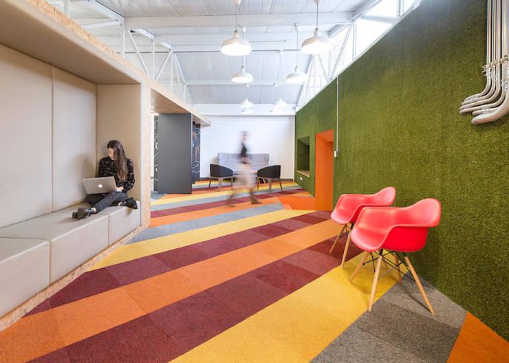 ARB espacios colaborativos: Estudios y despachos de estilo  por entrearquitectosestudio, Moderno