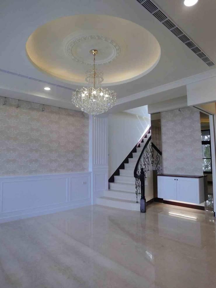 彰化室內設計-李公宅:  客廳 by 蕊茵室內設計裝潢工程