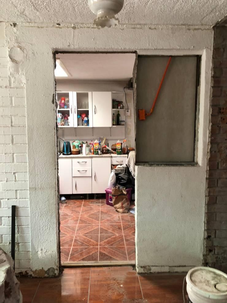 Muro divisor comedor / cocina : Hogar de estilo  por Oscar Saavedra Diseño y Decoración Spa