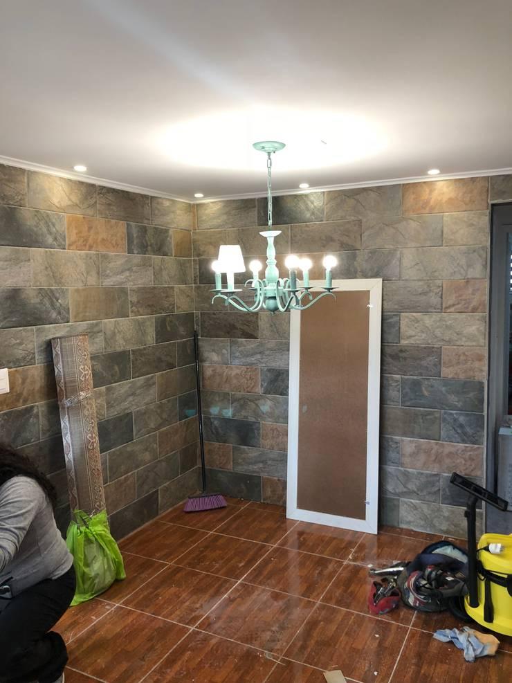Muro Revestimiento en piedra : Hogar de estilo  por Oscar Saavedra Diseño y Decoración Spa