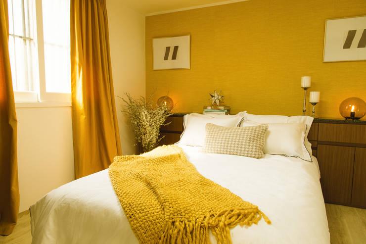 붙박이장을 활용한 한남동신혼집 거실 인테리어&스타일링: 아트리어의  침실,