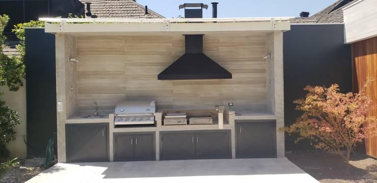 Quincho de hormigón: Terrazas  de estilo  por Constructora CYB Spa