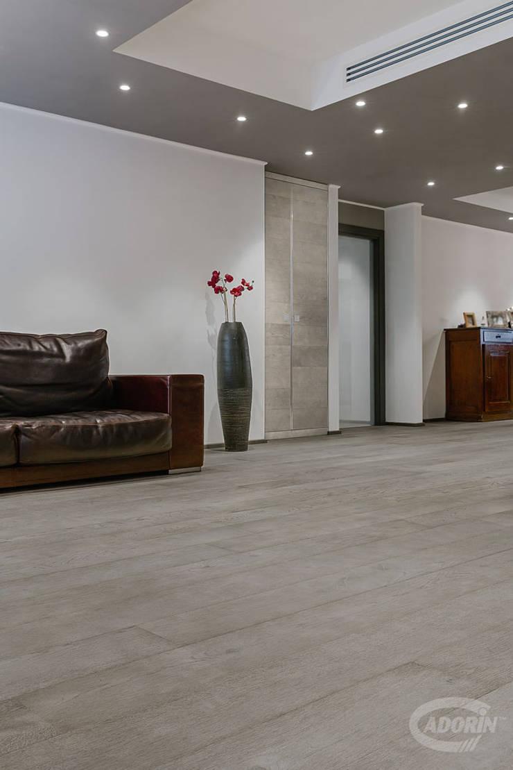 Parquet e Rivestimento in Quercia sabbiata finitura Tortora di Cadorin Group Srl - Top Quality Wood Flooring Moderno Legno Effetto legno