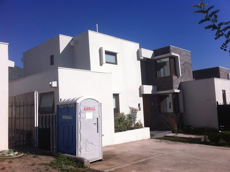 Ampliacion segundo piso: Casas unifamiliares de estilo  por JORGE PALMA PAPIC E.I.R.L.
