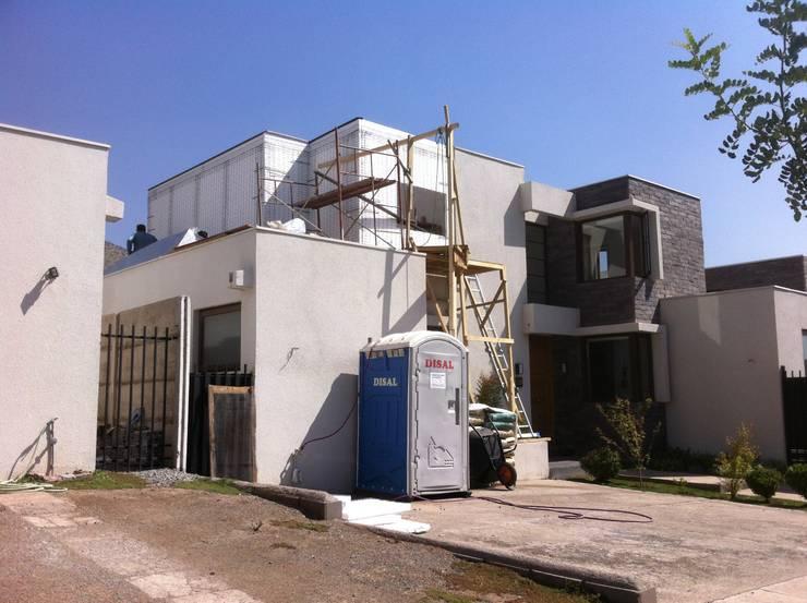 Ampliacion segundo piso: Casas de estilo  por JORGE PALMA PAPIC E.I.R.L.