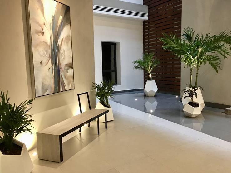 Modern corridor, hallway & stairs by DECO Designers Modern