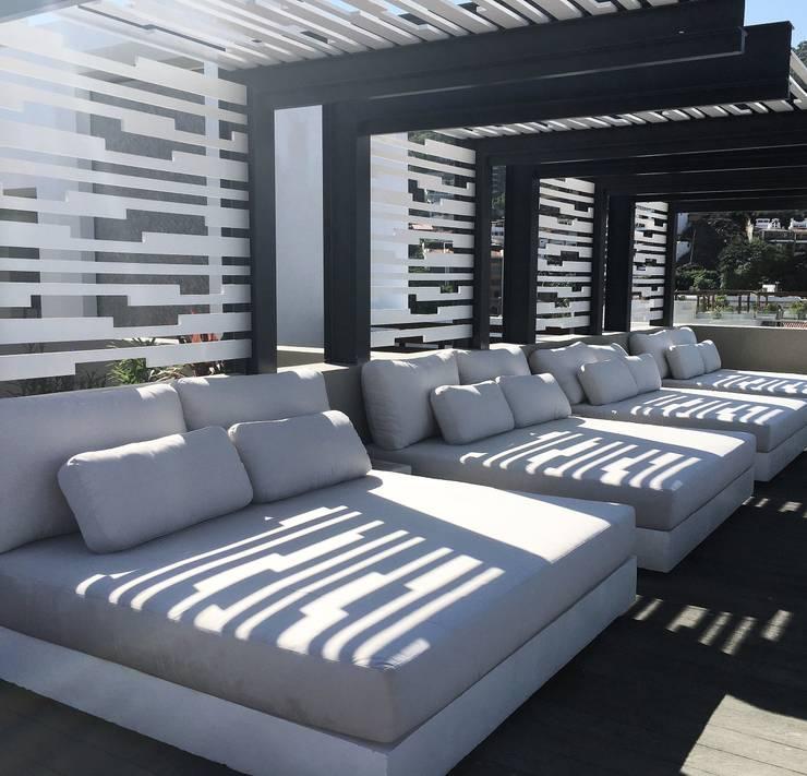 Modern balcony, veranda & terrace by DECO Designers Modern