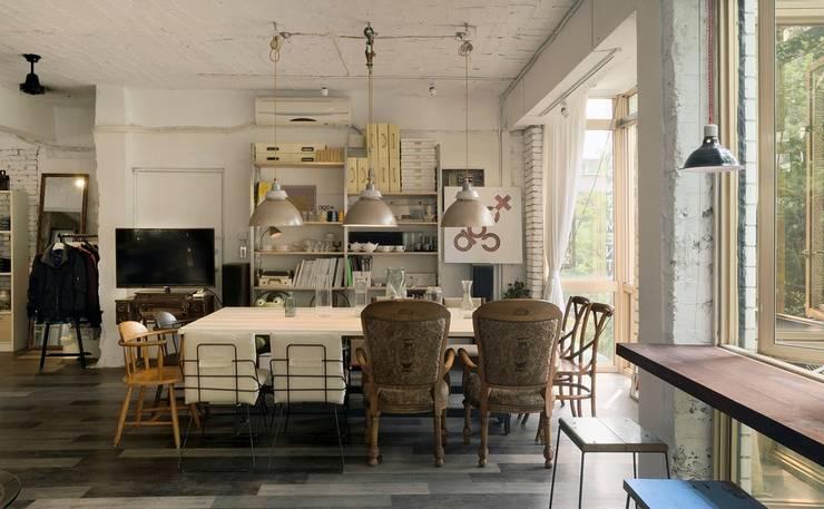 老屋翻新|AGCT 公寓商業空間:  客廳 by 直方設計有限公司