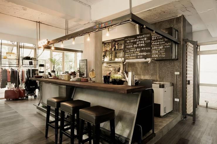 老屋翻新|AGCT 公寓商業空間:  廚房 by 直方設計有限公司