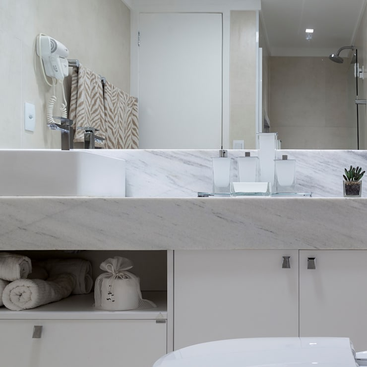 Bathroom by Bruno Sgrillo Arquitetura, Modern