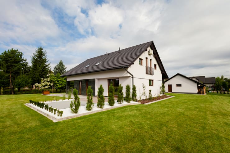 Rumah tinggal  oleh in2home, Modern Kuarsa