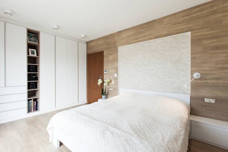 Kamar Tidur oleh in2home, Modern Komposit Kayu-Plastik