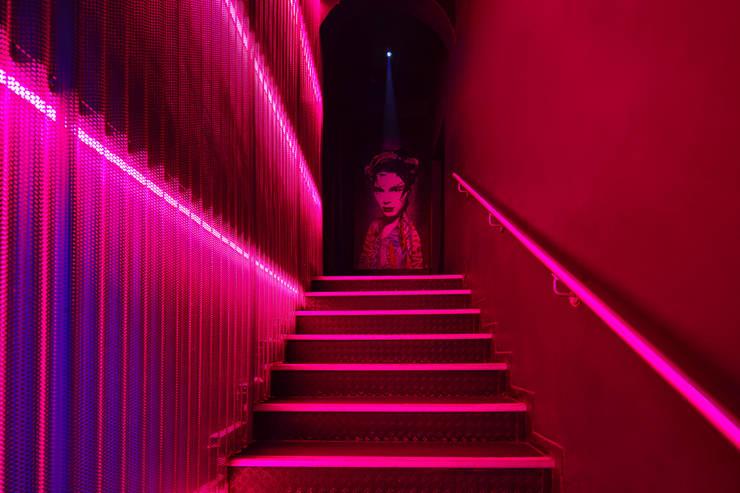 Club Interior - Nachher Flur / Eingangsbereich :   von Kaldma Interiors - Interior Design aus Karlsruhe,