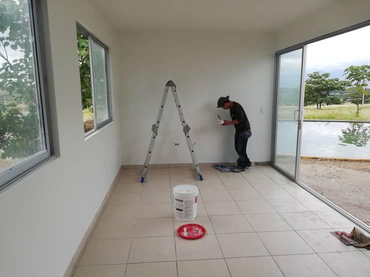 Mantenimientos locativos: Habitaciones pequeñas de estilo  por Globo Natural
