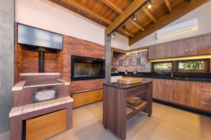 Kitchen by Arqsoft Arquitetura e Engenharia LTDA, Rustic