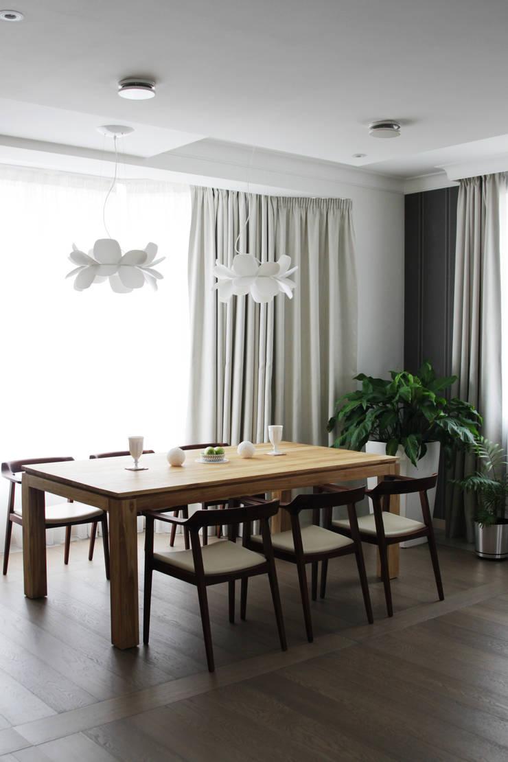 Загородный дом в Юкках: Столовые комнаты в . Автор – Wide Design Group