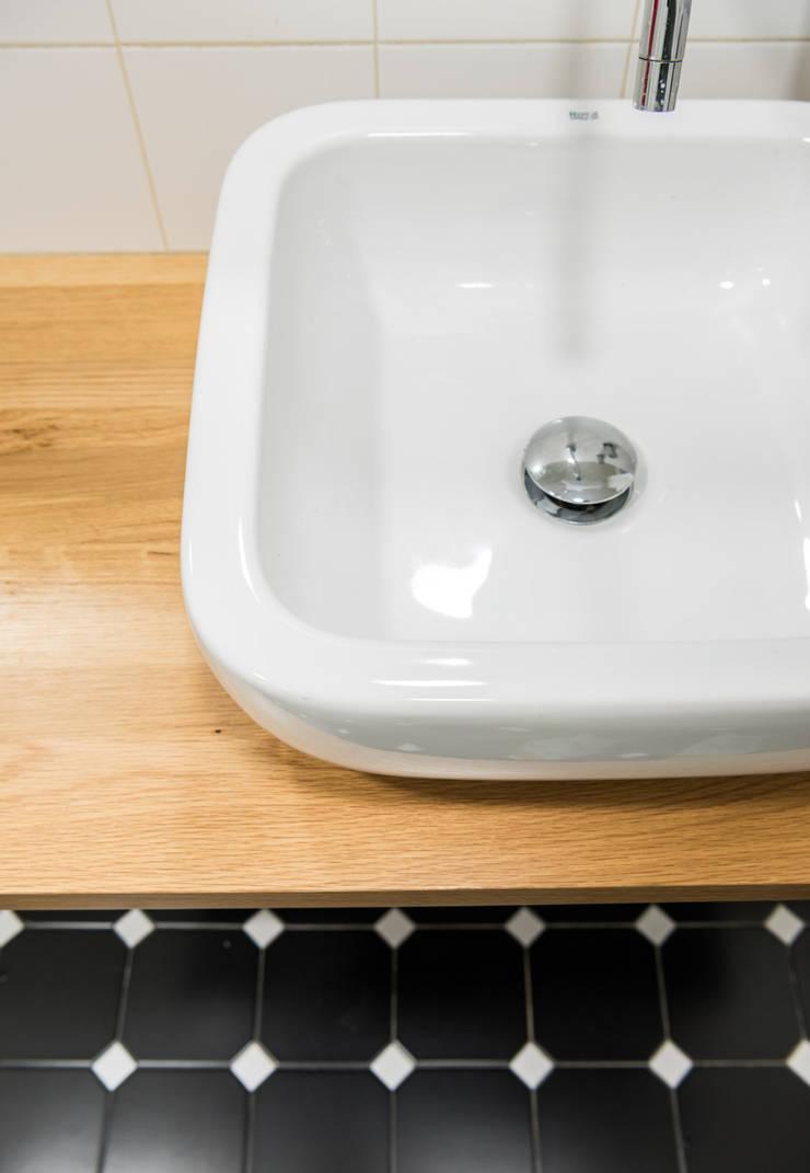 Detalle lavabo: Baños de estilo  de Eeestudio, Minimalista