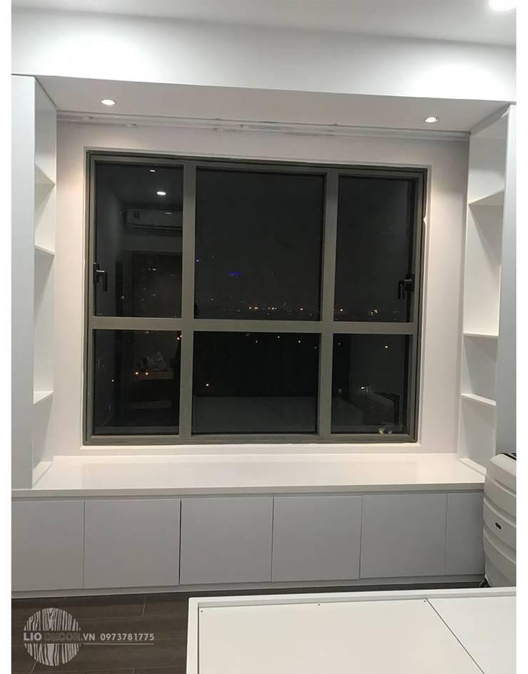 Bay Window:  Bedroom by Lio Decor