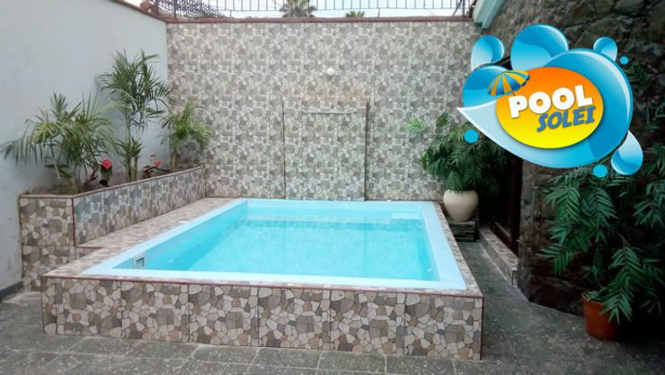 Piscina Gloria: Piscinas de jardín de estilo  por Pool Solei,