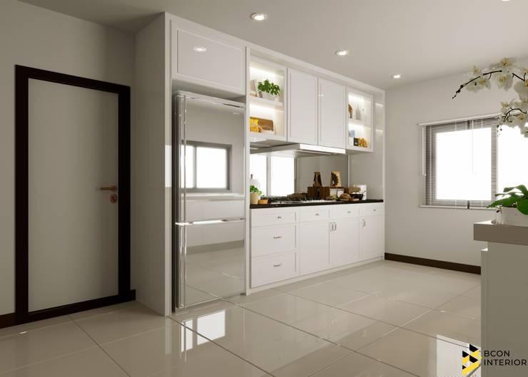 ผลงานการออกแบบตกแต่งภายในบ้านพักอาศัย:  ห้องครัว by Bcon Interior
