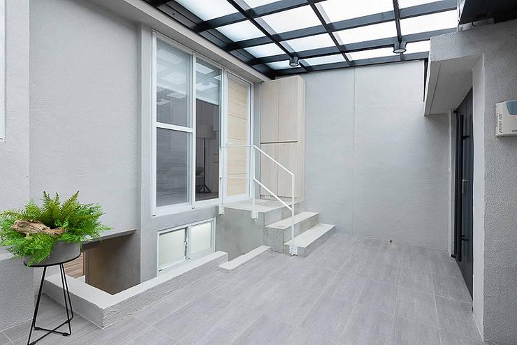 凝.聚:  樓梯 by 知域設計
