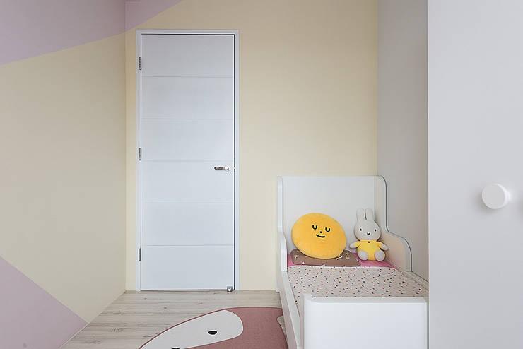 微甜莫蘭迪:  臥室 by 知域設計