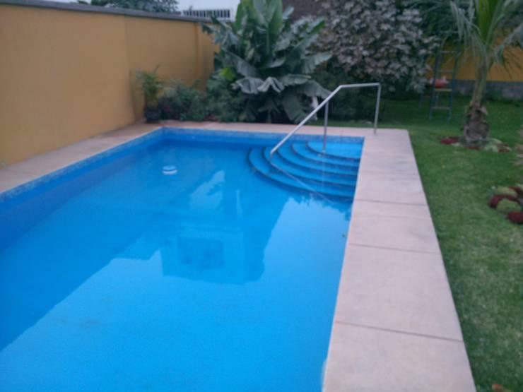 Piscina familiar: Piscinas de jardín de estilo  por Pool Solei,