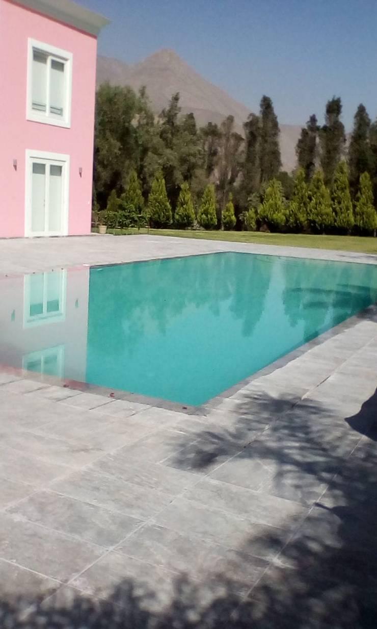 Piscina espejo de agua: Piscinas de jardín de estilo  por Pool Solei,