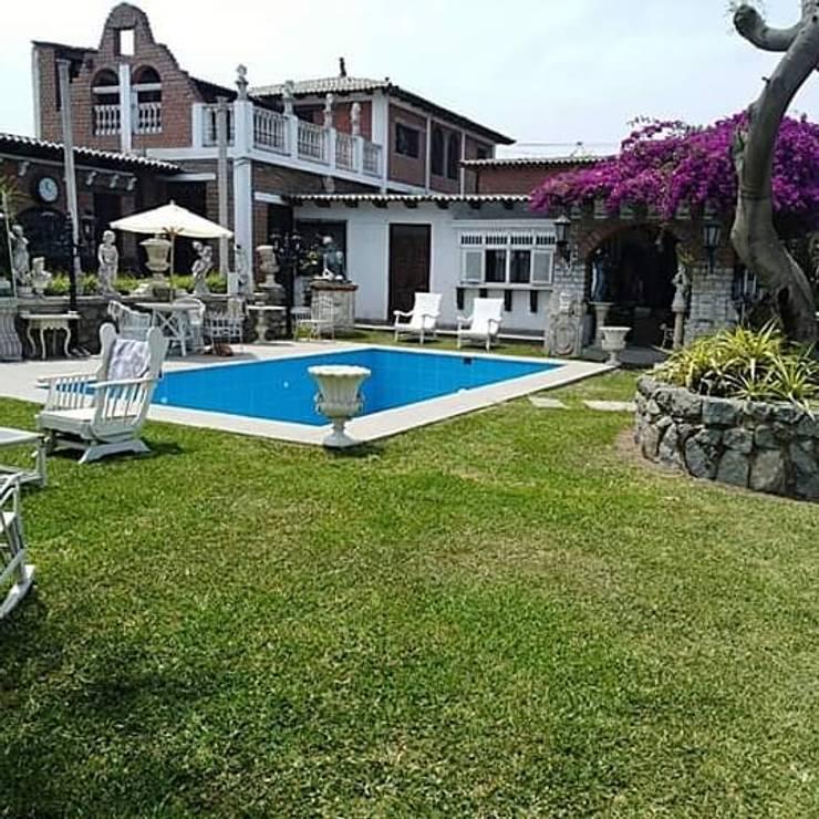 Piscina clasica: Piscinas de jardín de estilo  por Pool Solei,