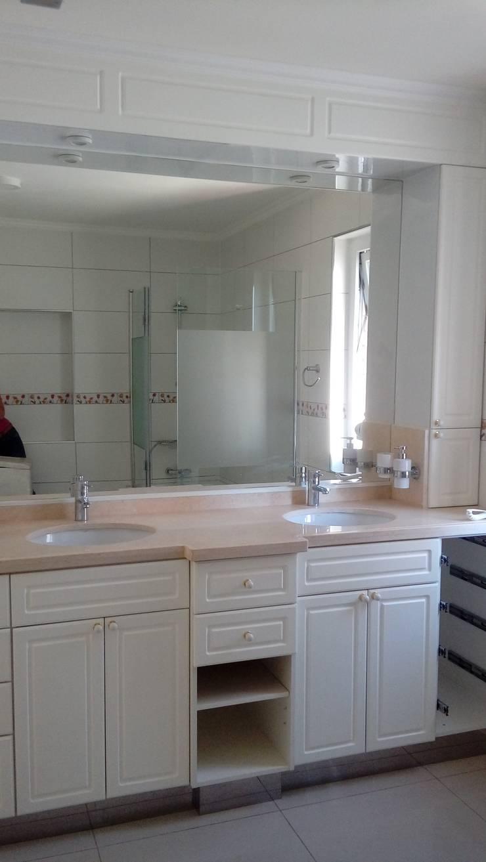 BAÑO CLASICO, SUITE DORMITORIO PRINCIPAL: Baños de estilo  por Brassea Mancilla Arquitectos
