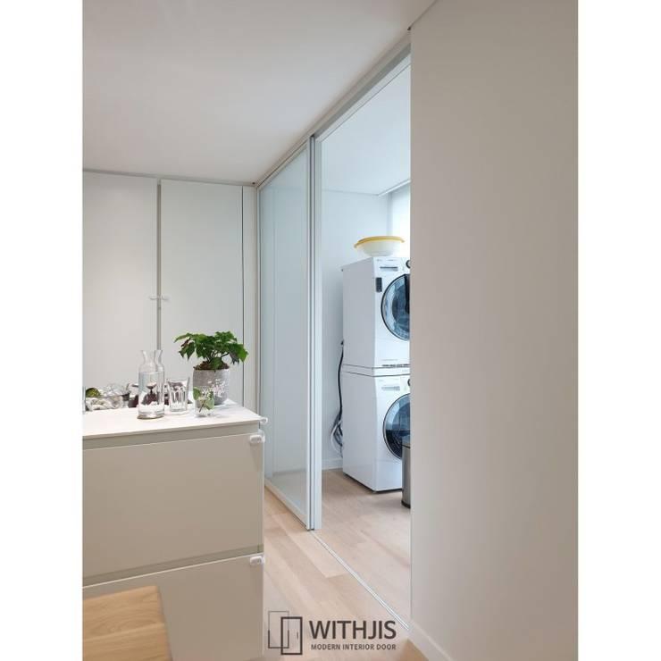 Modern dining room by WITHJIS(위드지스) Modern Aluminium/Zinc