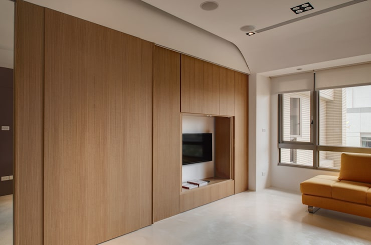 極簡主義:  客廳 by 邑舍室內裝修設計工程有限公司