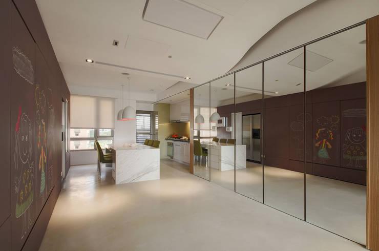極簡主義:  餐廳 by 邑舍室內裝修設計工程有限公司