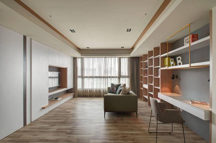 清新暖意:  客廳 by 邑舍室內裝修設計工程有限公司