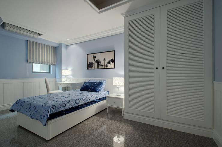 低調奢華:  臥室 by 邑舍室內裝修設計工程有限公司