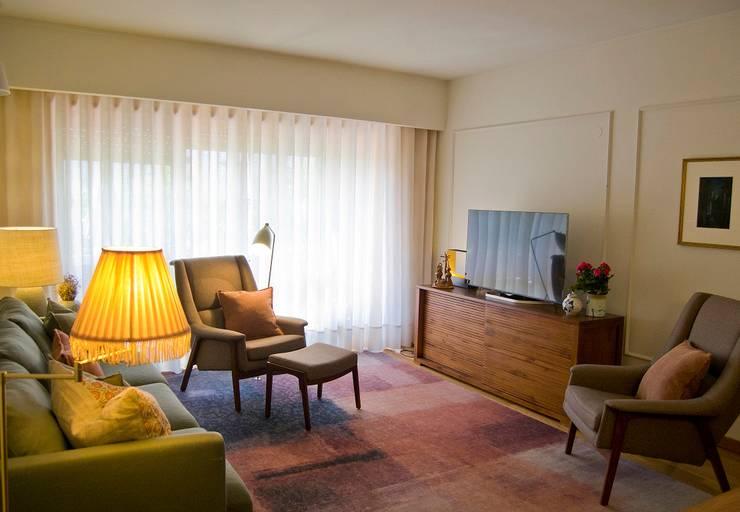 Salas / recibidores de estilo  por Tangerinas e Pêssegos - Design de Interiores & Decoração no Porto