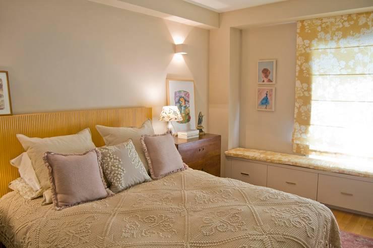 Dormitorios de estilo  por Tangerinas e Pêssegos - Design de Interiores & Decoração no Porto, Ecléctico