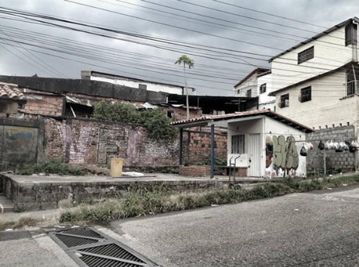 Situación en la que se encontraba el lugar :  de estilo  por Arq Stephanny Reyes