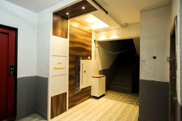 Corridor & hallway by Square 4 Design & Build, Modern