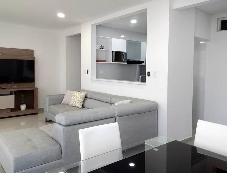 Remodelación apartamento: Cocinas integrales de estilo  por Remodelar Proyectos Integrales
