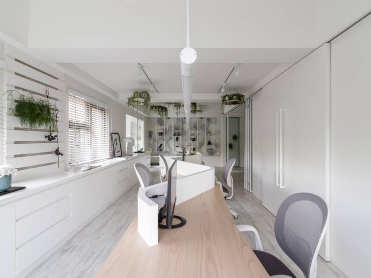 辦公區:  辦公室&店面 by 存果空間設計有限公司