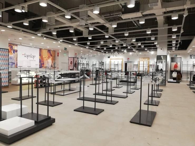 Tiendas y espacios comerciales de estilo  por Fiorani Arquitectos