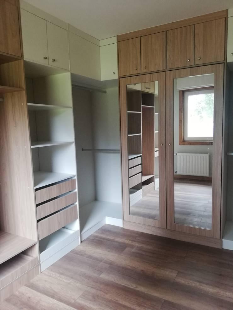 Diseño de Cocina, baños, loggia y closet en Osorno: Walk in closet de estilo  por Quo Design - Diseño de muebles a medida - Puerto Montt